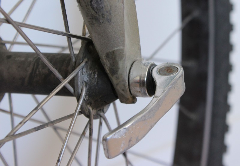 Quick release on front wheel hub