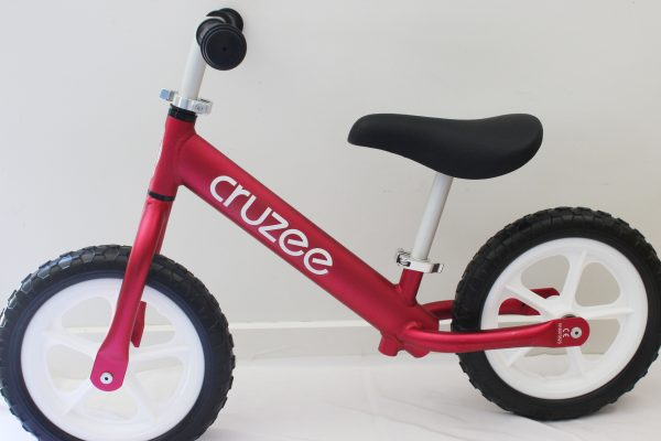 Cruzee balance bike seat and hadlebar adjustment