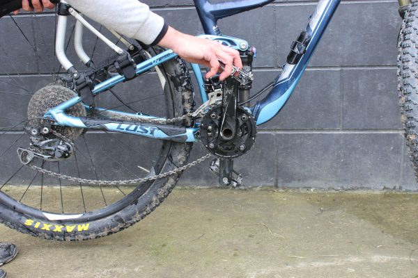 Bike chain slipped off - lift back wheel spin pedal