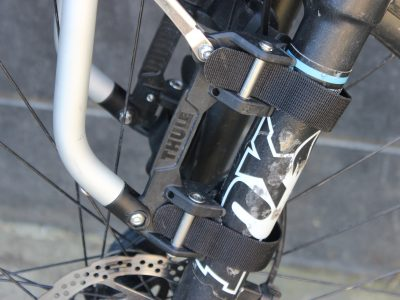 Straps threading on Thule Tour Tack - front attachment.goRide